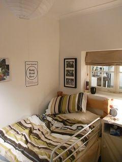 ロンドン Roisin Lafferty A ROOM TO DIE IN_b0141474_23483814.jpg