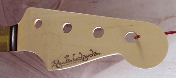 新たに、店頭販売用に「Modern J-Bass #011」を製作中!_e0053731_2045426.jpg