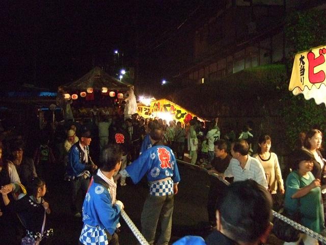 坂八幡神社 秋季例大祭 宵頃の寄進物・頂戴が本殿へ_b0095061_8551843.jpg