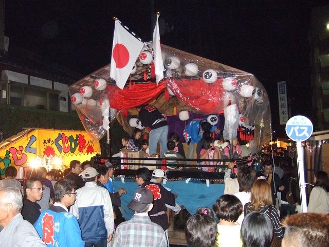 坂八幡神社 秋季例大祭 宵頃の寄進物・頂戴が本殿へ_b0095061_855822.jpg