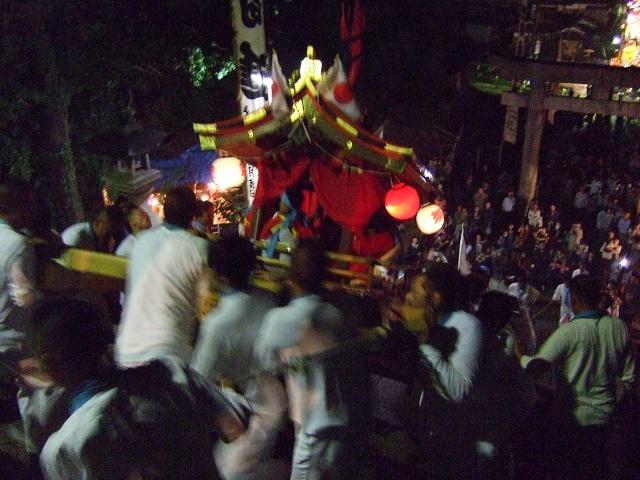 坂八幡神社 秋季例大祭 宵頃の寄進物・頂戴が本殿へ_b0095061_8583714.jpg