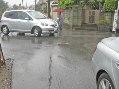 自動車の水はねあり、優先道路不明による危険あり ──作新台──_a0162505_2061779.jpg