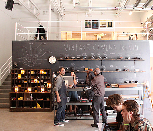 ニューヨークでLevi'sが巨大な公共向け写真スタジオをオープン!!!_b0007805_14305393.jpg