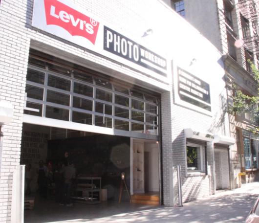 ニューヨークでLevi'sが巨大な公共向け写真スタジオをオープン!!!_b0007805_1430984.jpg