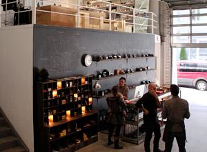 ニューヨークでLevi'sが巨大な公共向け写真スタジオをオープン!!!_b0007805_14352743.jpg
