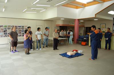 AED操作法と人工蘇生器の使用法を学びました。_a0154110_11344887.jpg
