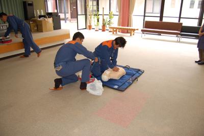 AED操作法と人工蘇生器の使用法を学びました。_a0154110_11345589.jpg