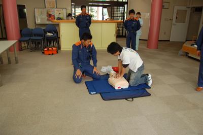 AED操作法と人工蘇生器の使用法を学びました。_a0154110_1135120.jpg