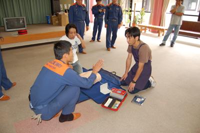 AED操作法と人工蘇生器の使用法を学びました。_a0154110_1135765.jpg