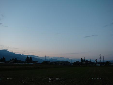 夕暮れに空を見上げて_a0014840_23444343.jpg