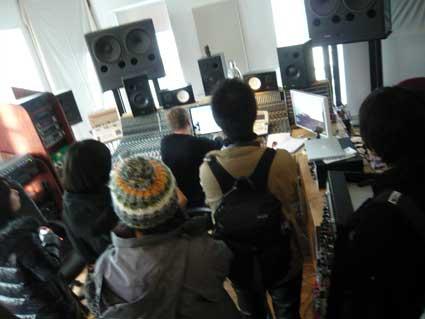 シガーロスのスタジオツアーではヨンシーのライブ音源を視聴!_c0003620_2112360.jpg
