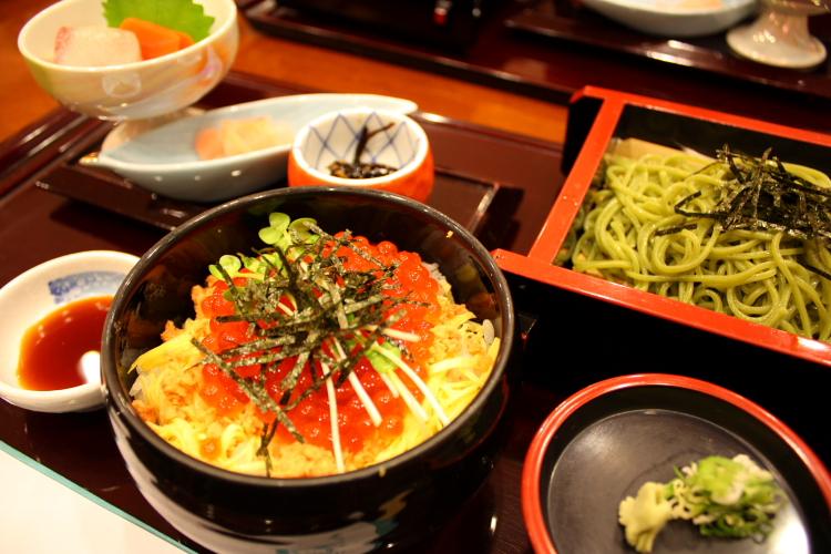 リフレで食べる鮭親子丼 10月15日_f0113639_19315645.jpg