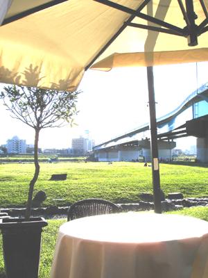 二子多摩川の河原のカフェ  ピース東京_e0044855_1058535.jpg