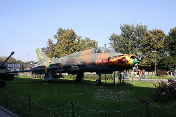 まだ初日・・ワルシャワ軍事博物館-1_f0145483_14112959.jpg