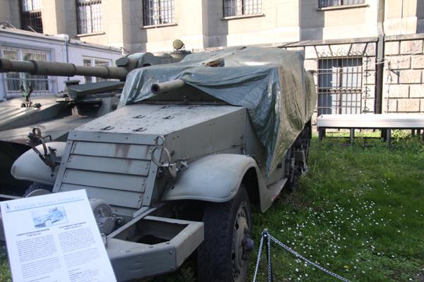 まだ初日・・ワルシャワ軍事博物館-1_f0145483_14175283.jpg