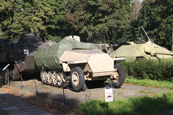 まだ初日・・ワルシャワ軍事博物館-1_f0145483_14195475.jpg