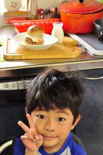 煮込みハンバーグ弁当と息子作バーガモーニング_b0171098_842476.jpg