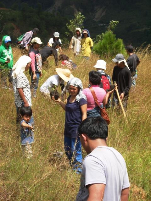 台風ペペンから1年。コロス集落でWE21ジャパンによる長期復興プロジェクト、キック・オフ_b0128901_14341127.jpg