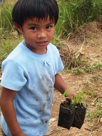 台風ペペンから1年。コロス集落でWE21ジャパンによる長期復興プロジェクト、キック・オフ_b0128901_14411091.jpg