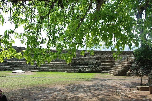 コパン遺跡 (5) 東広場と「ロサリラ・トンネル」_c0011649_2345202.jpg