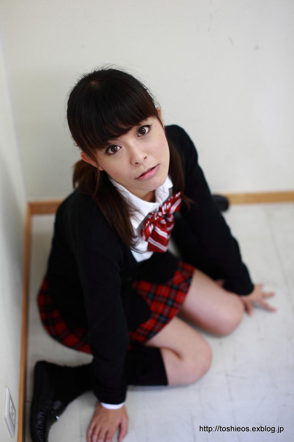 椎名もも 制服 c0120217_2053990.jpg