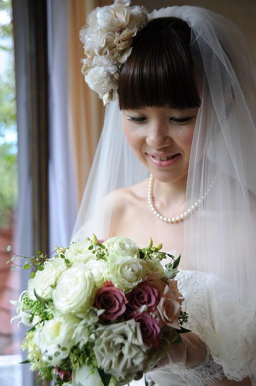 シェ松尾松涛レストラン様の装花 秋の白のバラ _a0042928_2238667.jpg