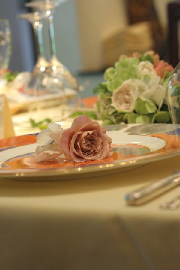 シェ松尾松涛レストラン様の装花 秋の白のバラ _a0042928_2242692.jpg
