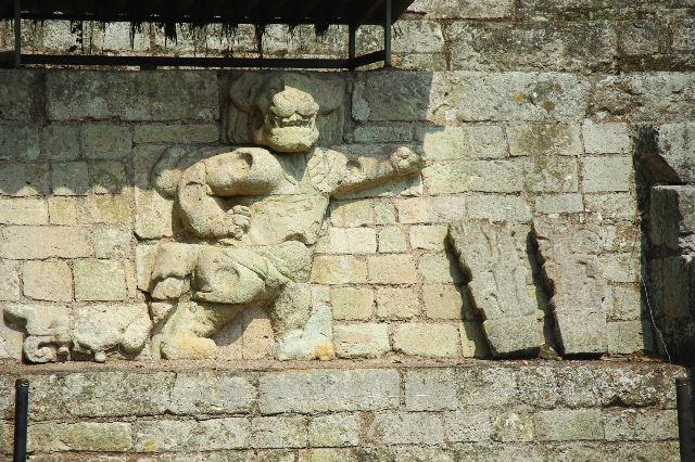 コパン遺跡 (5) 東広場と「ロサリラ・トンネル」_c0011649_0145093.jpg