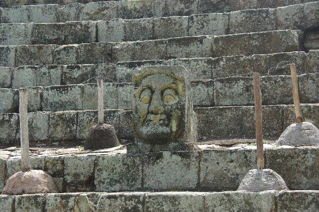 コパン遺跡 (5) 東広場と「ロサリラ・トンネル」_c0011649_0575870.jpg