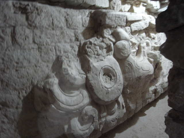 コパン遺跡 (5) 東広場と「ロサリラ・トンネル」_c0011649_138333.jpg