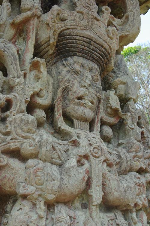 コパン遺跡 (8) グランプラザのステラ(石碑)群_c0011649_18491764.jpg