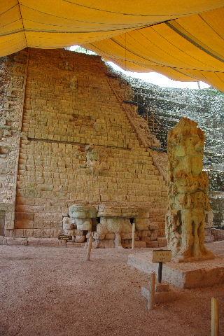 コパン遺跡 (7) 神聖文字の階段と球戯場_c0011649_7162885.jpg