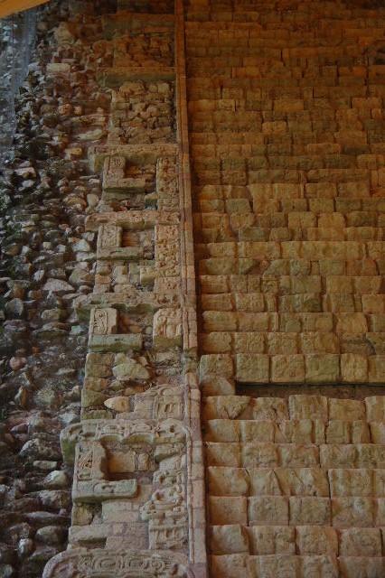 コパン遺跡 (7) 神聖文字の階段と球戯場_c0011649_7293498.jpg