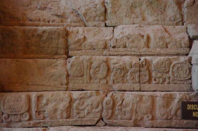 コパン遺跡 (7) 神聖文字の階段と球戯場_c0011649_7302032.jpg