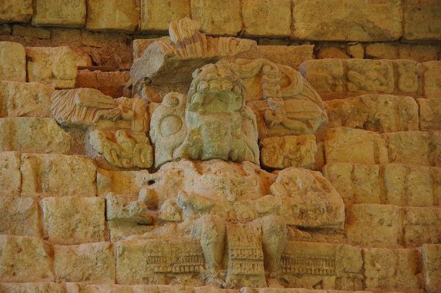 コパン遺跡 (7) 神聖文字の階段と球戯場_c0011649_734561.jpg