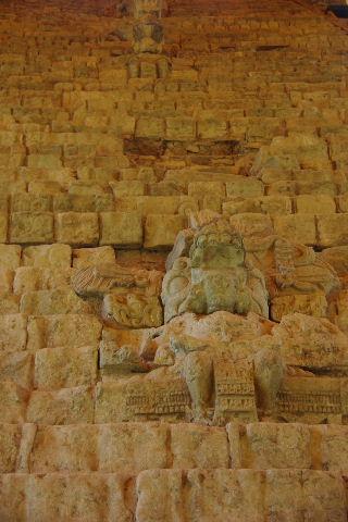 コパン遺跡 (7) 神聖文字の階段と球戯場_c0011649_7364046.jpg