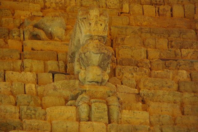 コパン遺跡 (7) 神聖文字の階段と球戯場_c0011649_7412472.jpg