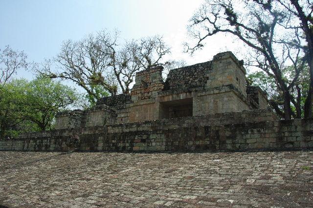 コパン遺跡 (7) 神聖文字の階段と球戯場_c0011649_7531450.jpg