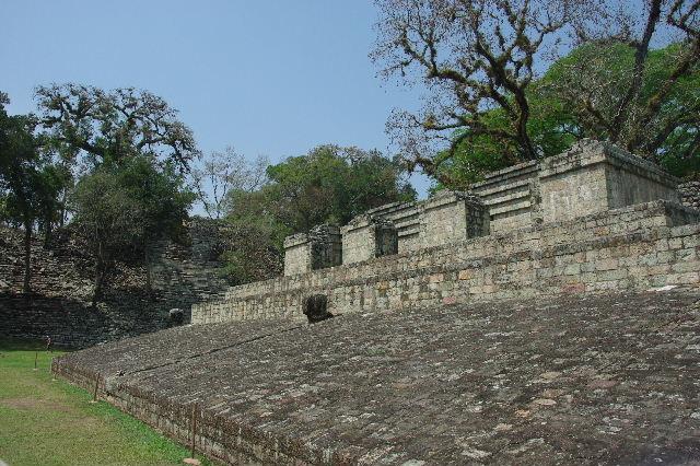 コパン遺跡 (7) 神聖文字の階段と球戯場_c0011649_7534511.jpg