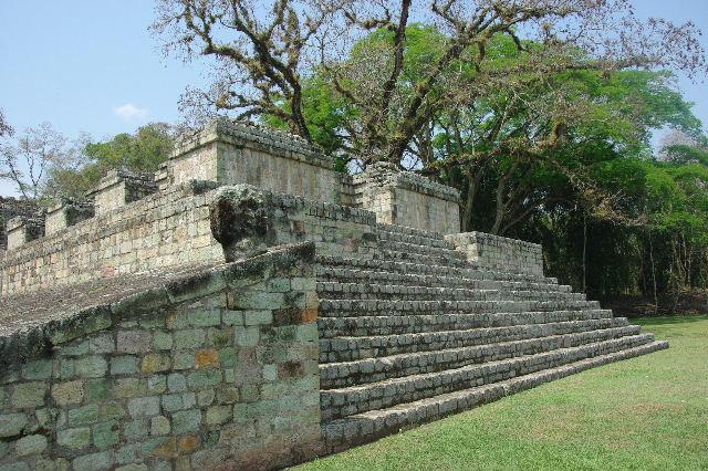 コパン遺跡 (7) 神聖文字の階段と球戯場_c0011649_7553826.jpg