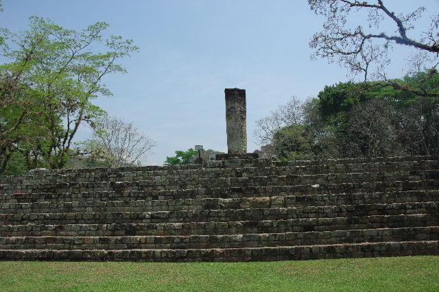 コパン遺跡 (7) 神聖文字の階段と球戯場_c0011649_7584190.jpg