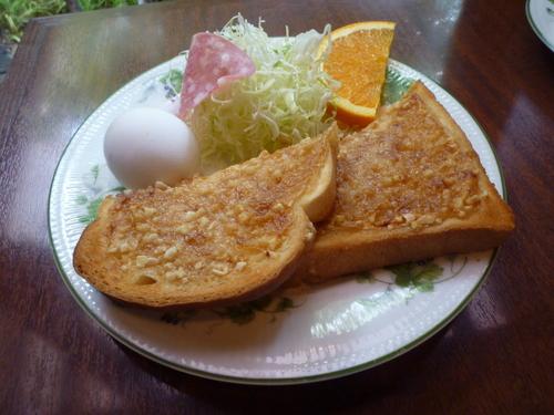 サンレモのモーニングサービスです。一番人気のアーモンドトーストです。ドリ... モーニング