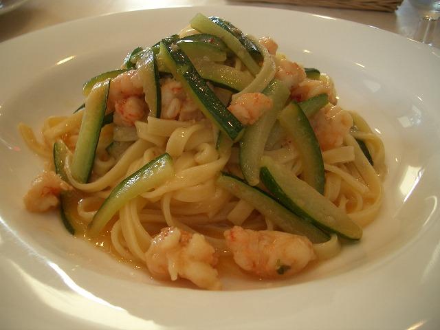 おいしいのはもちろん、庭も楽しめるイタリアンレストラン「マーノ・エ・マーノ」_f0141310_23355529.jpg