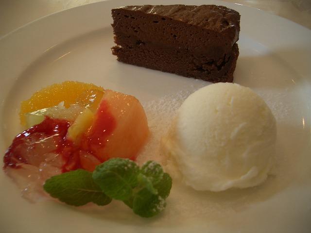 おいしいのはもちろん、庭も楽しめるイタリアンレストラン「マーノ・エ・マーノ」_f0141310_23363740.jpg