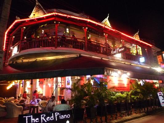 カンボジアの建物_d0021969_2113272.jpg