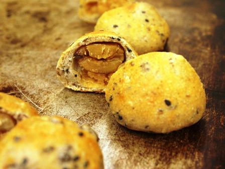 栗の粉を使ったイチジク酵母のパン_e0167593_0433624.jpg