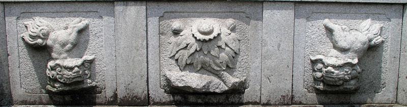 両端に獅子紋・中央に牡丹紋を置く3間の羽目板部(その8)_e0113570_2044365.jpg