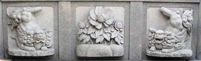 両端に獅子紋・中央に牡丹紋を置く3間の羽目板部(その8)_e0113570_20445483.jpg