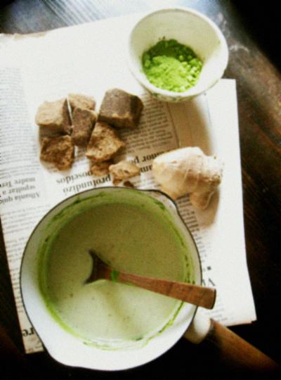 抹茶ミルクと生姜入りの黒糖ミルク。_d0077603_2155711.jpg