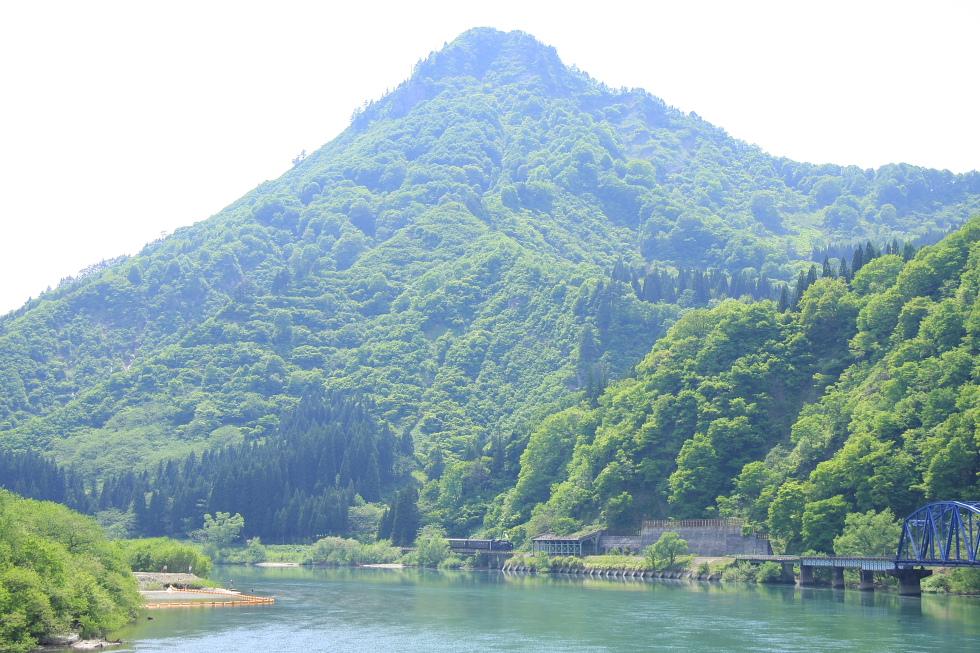 新緑の蒲生岳 - 2009年春 只見試運転 - _b0190710_2111444.jpg